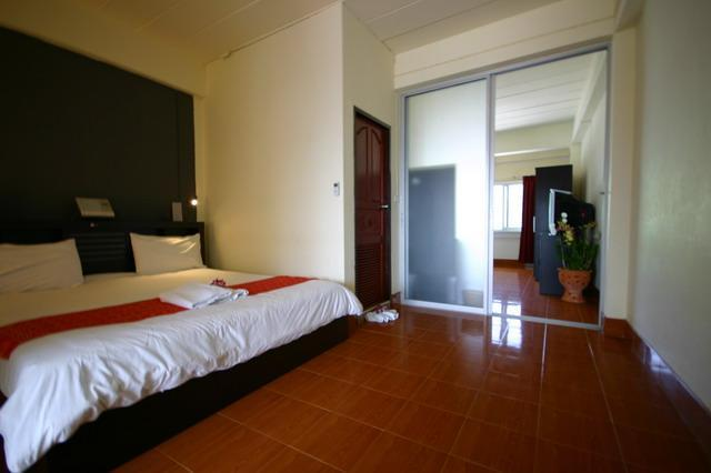 One of the bedroom with king size bed - Cosy 2 bedroom apartment walking distance to beach - Karon - rentals