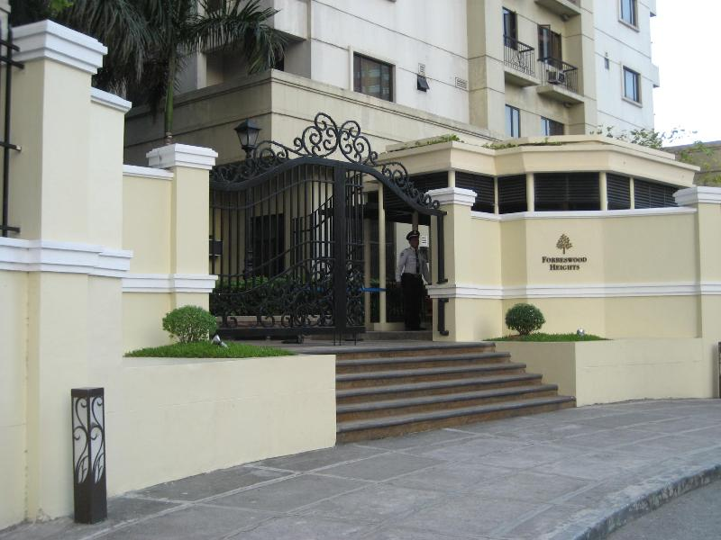 Entrance to Forbeswoodwoods heights - Lovely Apartment in Bonifacio Global City (NEW) - Manila - rentals