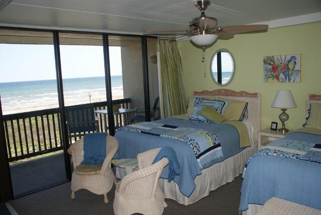 Listen to the surf from your beachside bedroom with 2 queen beds