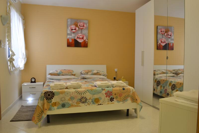 Main Bedroom - Periwinkle Holiday Apartment - Saint Paul's Bay - rentals