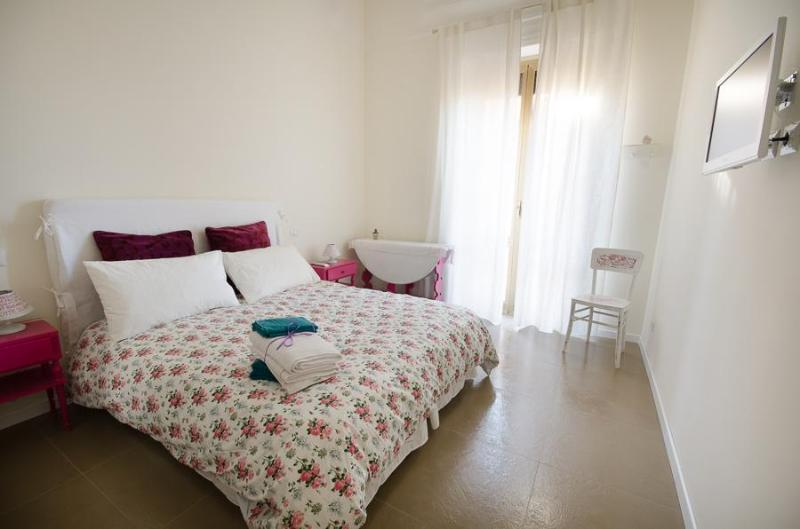 Close to Colosseum spacious holiday apartment - Image 1 - Rome - rentals