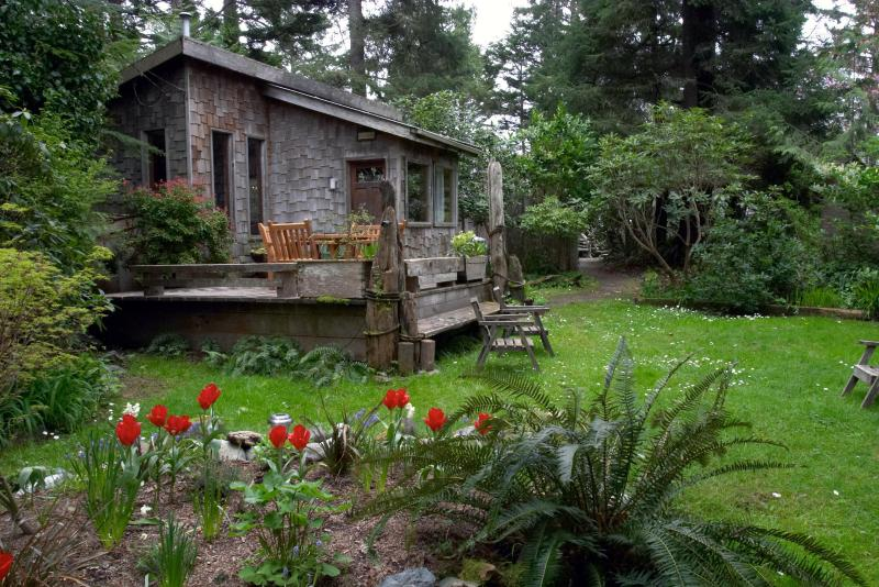 Private Cottage only 90 feet to Chesterman Beach