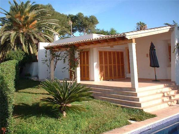 Attractive holiday house for 6 persons, with swimming pool , near the beach in Cala Mandía - Image 1 - Porto Cristo - rentals