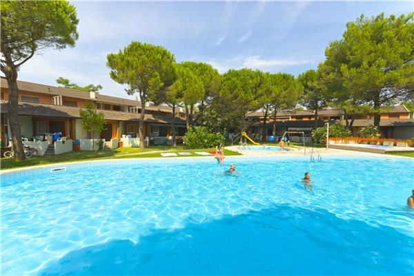 Attractive apartment for 5 persons, with swimming pool , in Bibione - Image 1 - Bibione - rentals