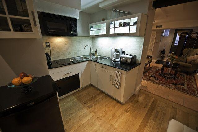 Eat-in Kitchen area - Executive Underground, Bed & Breakfast Apartment - Toronto - rentals