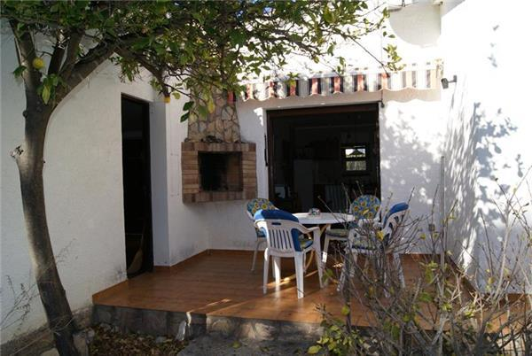 Attractive holiday house for 4 persons near the beach in Llanca - Image 1 - Llanca - rentals
