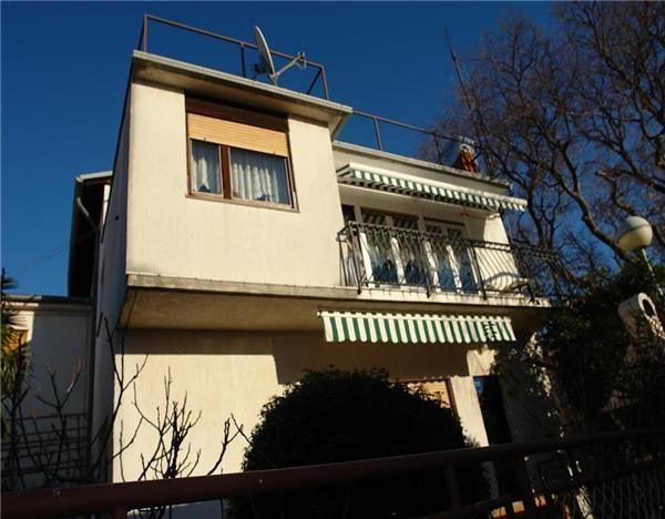 Apartment for 5 persons near the beach in Rijeka - Image 1 - Novi Vinodolski - rentals