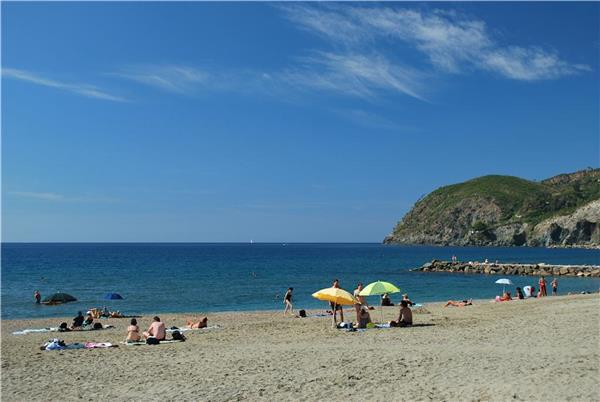 Newly built apartment for 4 persons, with swimming pool , in Cinque Terre - Image 1 - Levanto - rentals