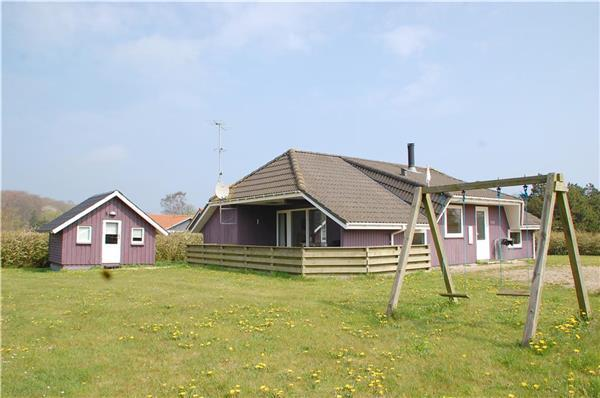 Holiday house for 7 persons, with swimming pool , near the beach in North-western Funen - Image 1 - Middelfart - rentals
