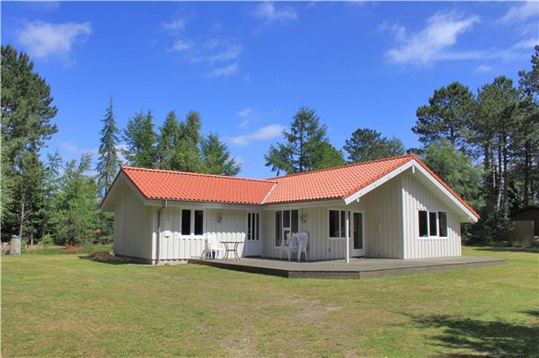Holiday house for 8 persons near the beach in Hjarbæk Fjord - Image 1 - Lundoe - rentals
