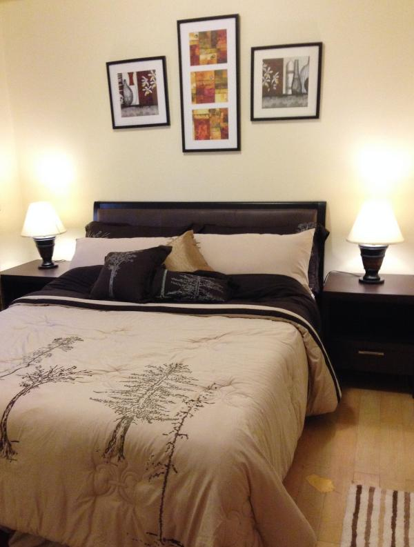 Cozy Bedroom with Queen bed complete with linens