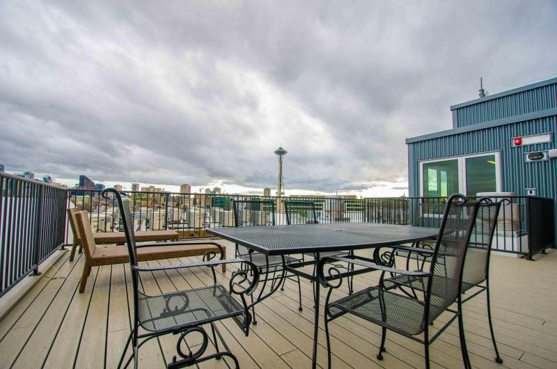 Stunning 360 degrees View from the Rooftop Deck!