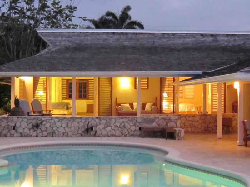 SUNSET at the TRYALL CLUB is a delightful 3-bedroom well-staffed villa directly on a soft beach and the Caribbean Sea. 