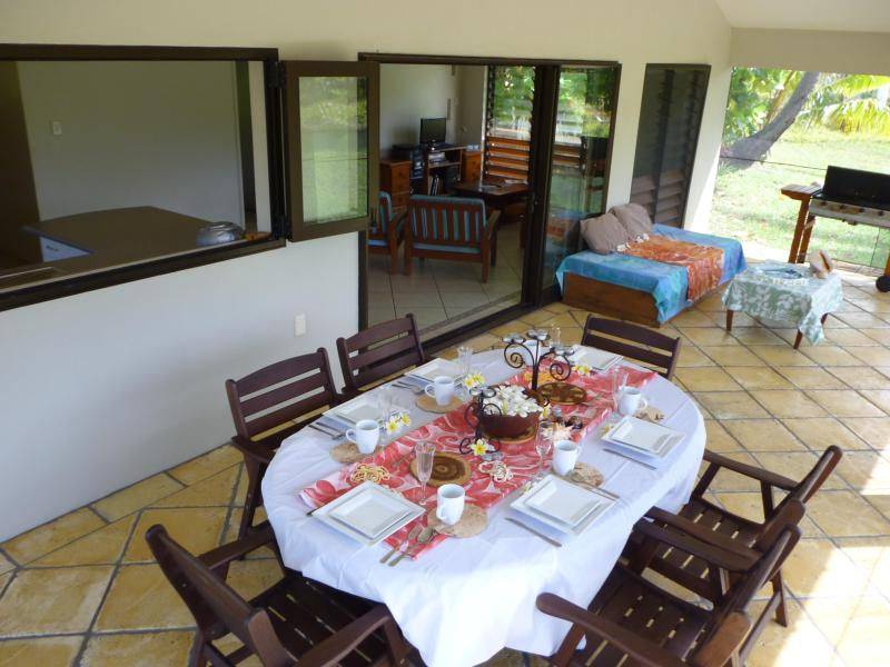 Dining on the Patio, Fully screened