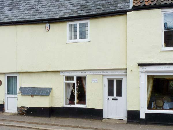 MELODY COTTAGE, character Grade II listed cottage close pub, garden, village setting, Fakenham Ref 17045 - Image 1 - Fakenham - rentals