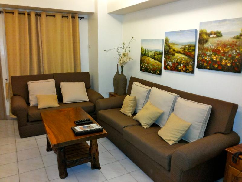 Living Room - Makati Furnished 2 Bedroom Condo with Skyline View - Makati - rentals