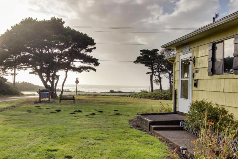Seaway Historic Beach House - Image 1 - Waldport - rentals