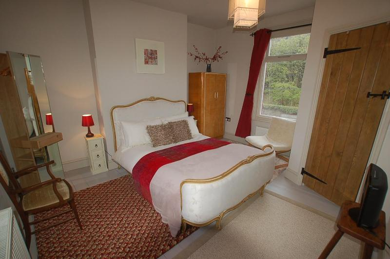 Bed1: The Red Room (antique French double bed (with ensuite shower/wc/wash basin)