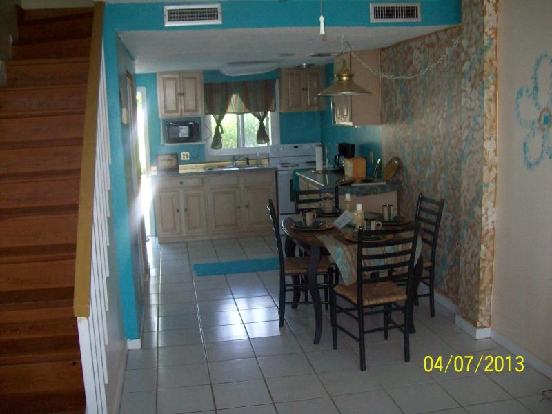 View of dinning room & kitchen from front room