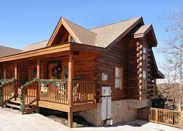 'Almost Bearadise' Pigeon Forge Cabin Rental