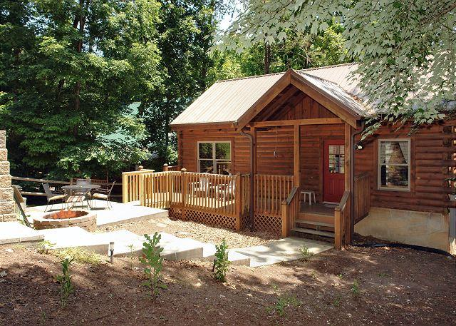 Lover's Getaway #165- Outside View of the Cabin