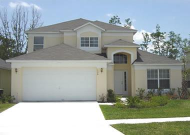 Luxury 5 bed 3 bath pool home with conservation view