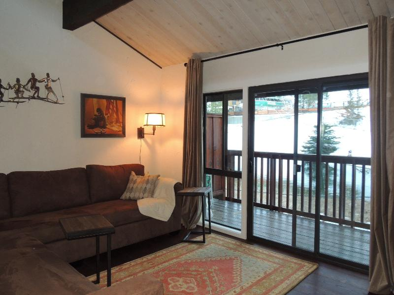 Great room - balcony and slope view
