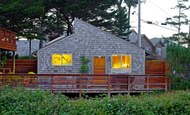 GuestHouse features private deck, entrance, and parking.  Relax on the massive deck enjoy the grill