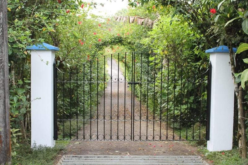 Welcome to CRParaiso -- Front Gate