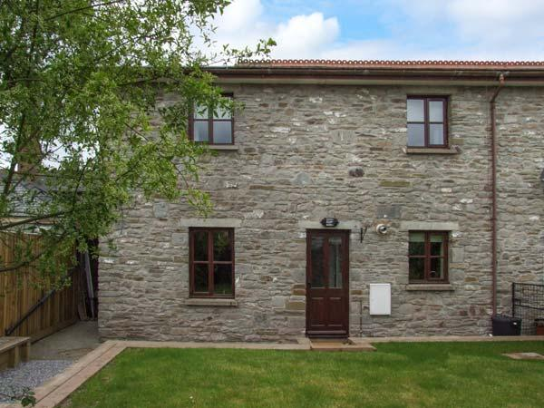 CONTOUR COTTAGE, terraced mews cottage, traditional features, woodburner, fantastic location, in Hay-on-Wye, Ref. 26287 - Image 1 - Hay-on-Wye - rentals