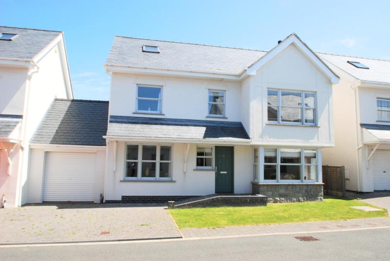 Gull House, Trearddur Bay - Image 1 - Trearddur Bay - rentals