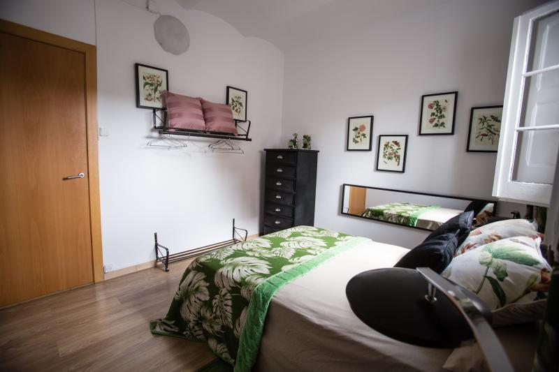 Romantic main room with double bed - ****3 BEDROOMS CAMP NOU APARTMENT ******* - Barcelona - rentals