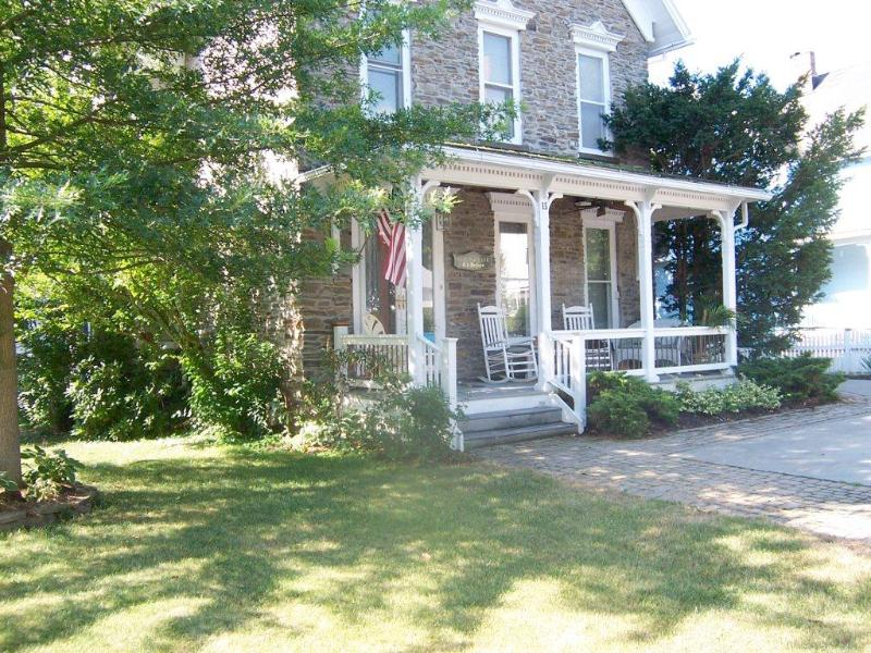 The Stone Victorian. Steps from Keuka Lake and the Village of Hammondsport