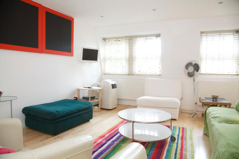 Living Room - Chapelside, Notting Hill. Charming Mews House. - London - rentals