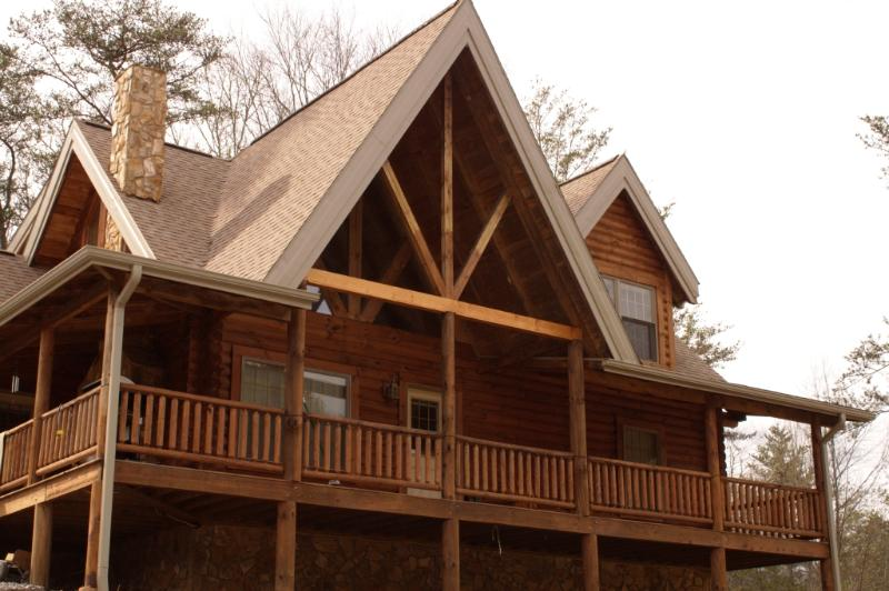 Deep Creek Mountain Lodge just outside of the Great Smoky Mountains National Park