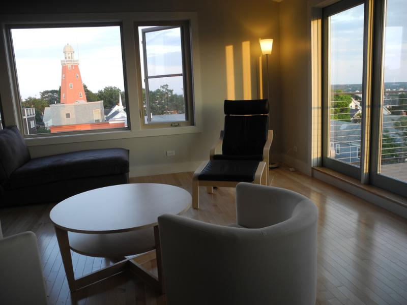 Open fourth floor lounging area, views of the Observatory and the ocean beyond.