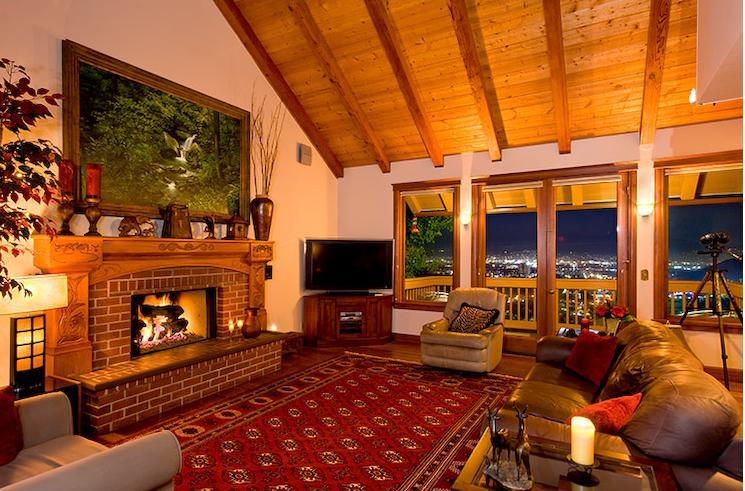 Luxurious Family Room with 60' Television