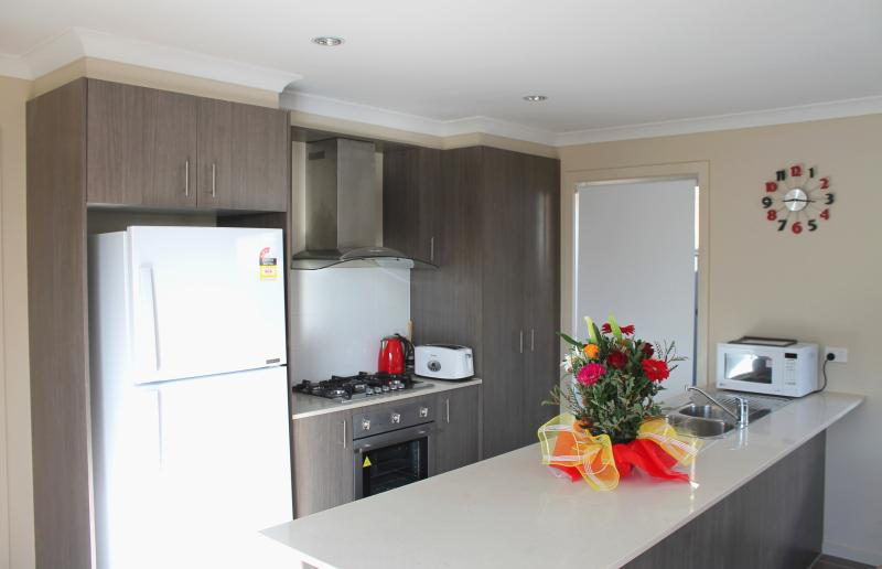 Large Open Kitchen - VILLANDRY Melbourne - Large Home Ideal for Groups - Melbourne - rentals