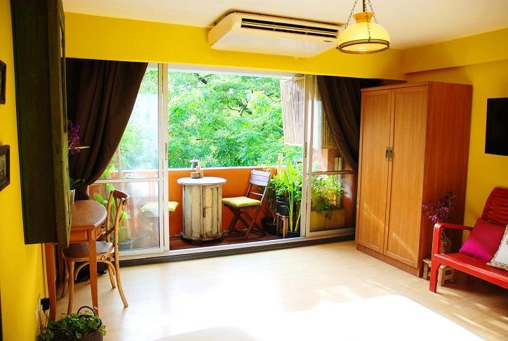 5min walk to BTS, Large, clean and cozy home studio with internet and Air condition...