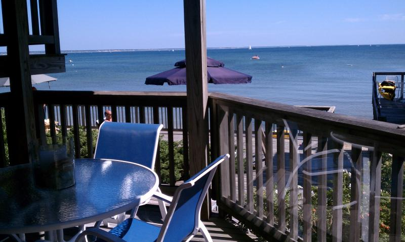Private Deck- comfortable seating for 6
