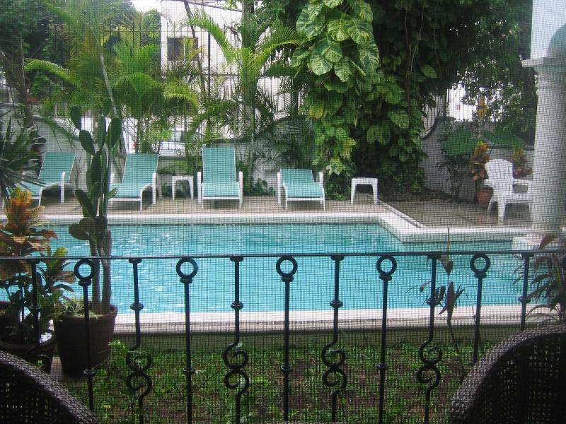 Elegant condo in a quiet building, beautiful pool - Image 1 - Playa del Carmen - rentals