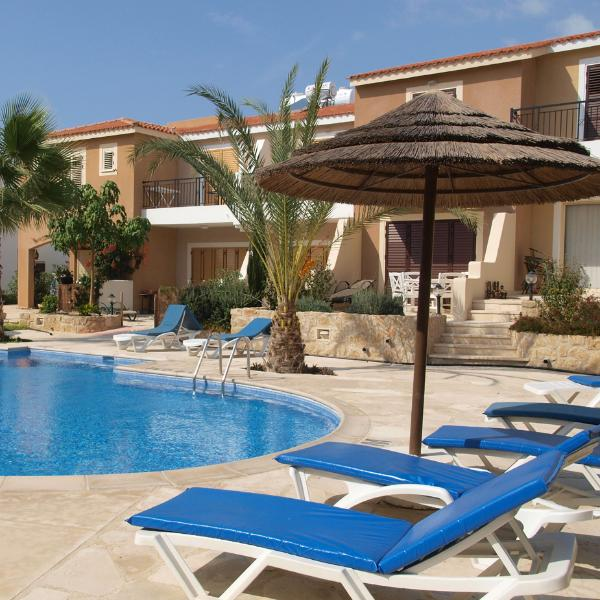 Communal swimming pool, balcony, patio in a great location. Includes wifi, bed linen and towels.