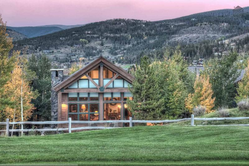 You'll enjoy the best of both worlds, mountains to the front and golf to the back.