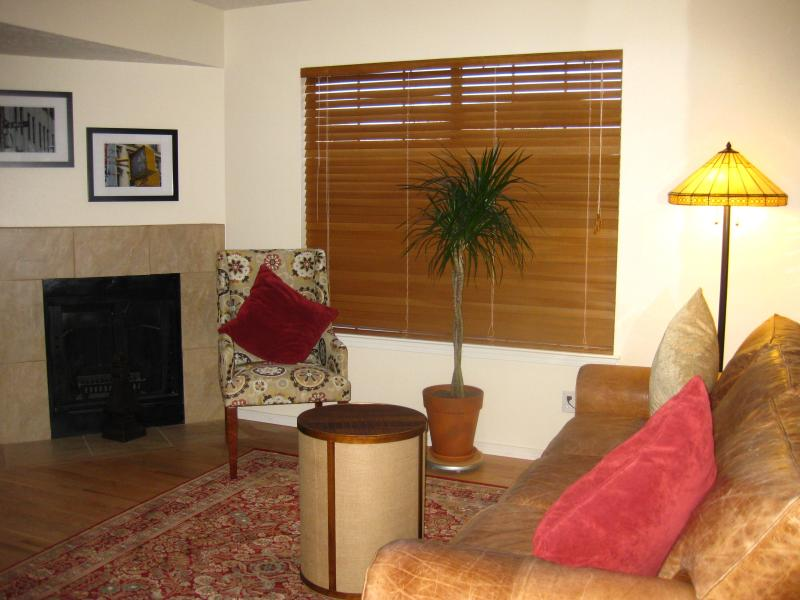 Beautifully remodeled with fireplace Townhouse A