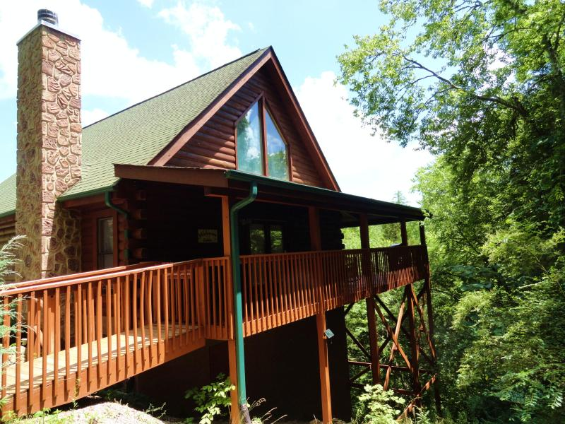THE CABIN IS SECLUDED. IT IS NEARLY SURROUNDED BY 47 ACRES OF NATURE AND VIEWS. ALSO NO STEPS AT ALL