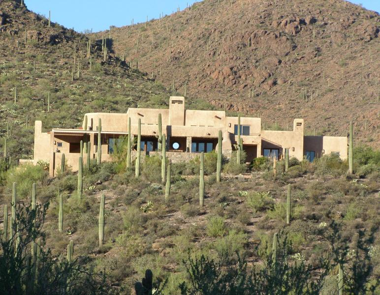Hilltop Luxury amongst the dramatic lush cacti