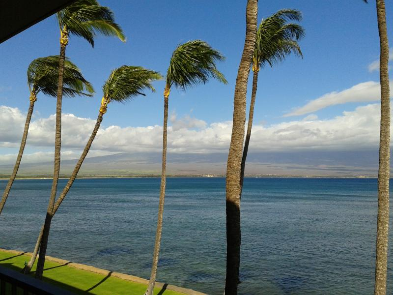 Simply Breathtaking!! Unobstructed Ocean Views from Lanai