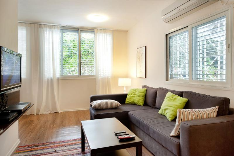 Great Apartment 1 Min From The Beach - Image 1 - Tel Aviv - rentals