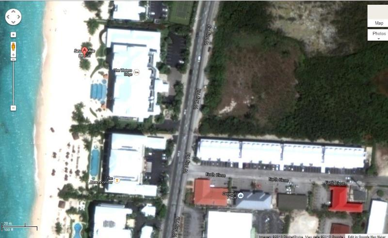 Satellite image pf Park Place and Seven Mile Beach - very close