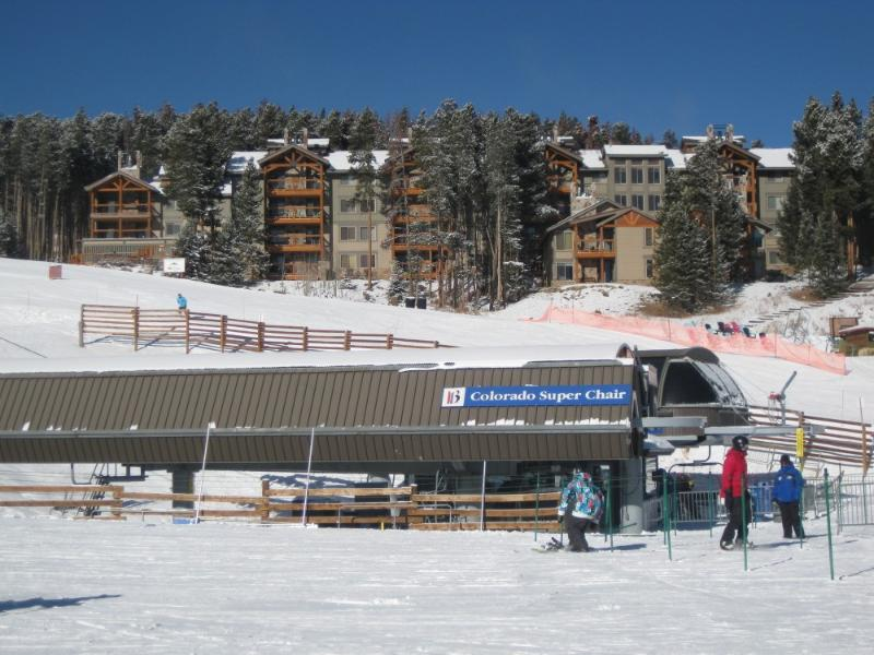 Picture of the Colorado Superchair, with the Skiwatch building in the background